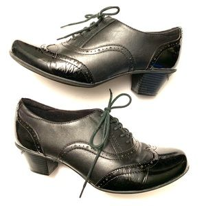 Earth brand oxford style patent leather heels